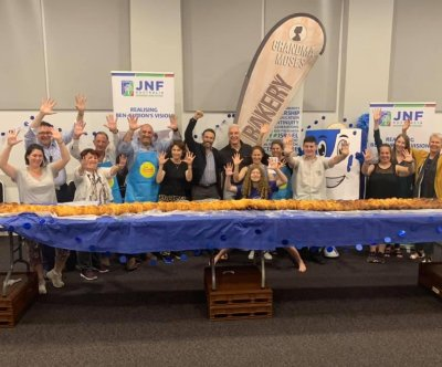 Kosher bakery creates 32-foot-long challah for Guinness record