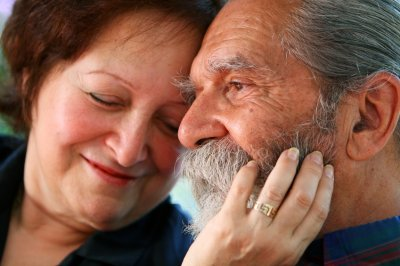 Study: Adults wealthier at midlife tend to live longer than less-well-off peers