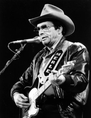 Merle Haggard home following surgery