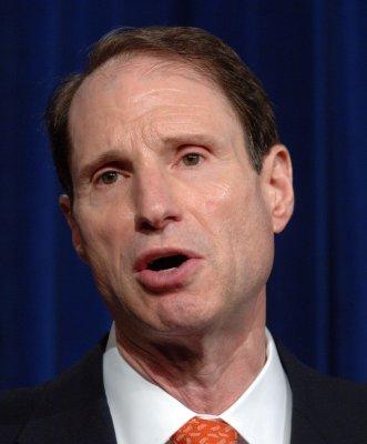 U.S. defends Web site seizures