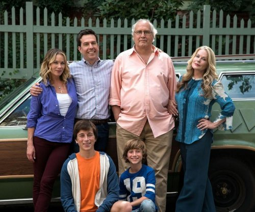 Chevy Chase, Christina Applegate pose for 'Vacation' reboot photo