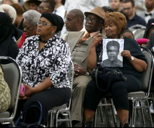 Muhammad Ali farewell gets underway with prayer service