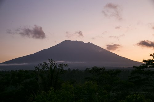 Bali's Mount Agung threatens to erupt for the first time in 50 years