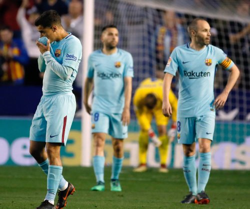 Coutinho's hat trick not enough, Levante snaps Barcelona's unbeaten streak