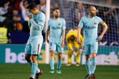 Coutinho's hat trick not enough, Levante snaps Barcelona's unbeaten streak