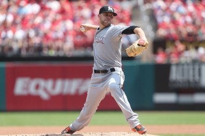 Chicago Cubs acquire David Phelps in trade with Toronto Blue Jays
