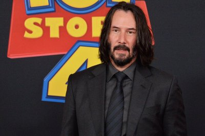 Keanu Reeves, Carrie-Anne Moss returning for fourth 'Matrix' movie