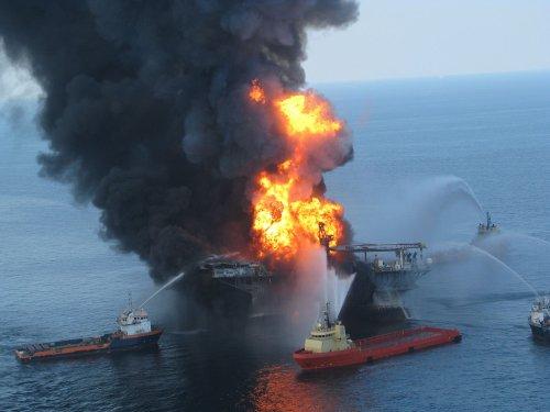 Salazar lifts deep-water oil drilling ban