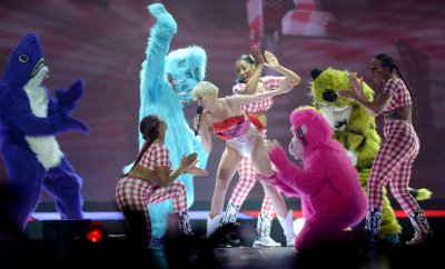 Miley Cyrus could be jailed for desecrating Mexican flag during show