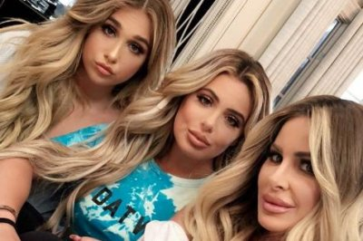 Kim Zolciak posts photo with lookalike daughters Brielle, Ariana