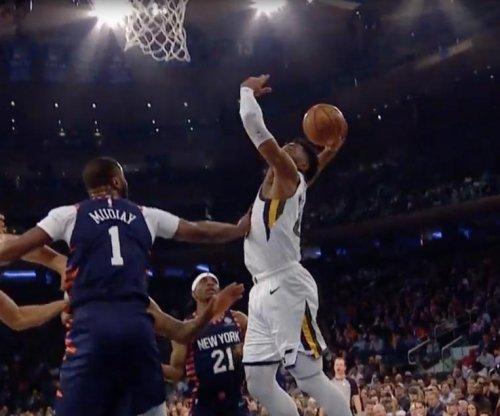 Jazz's Donovan Mitchell drops hesitation move, dunk on Knicks