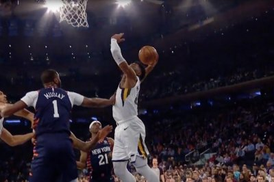 Jazz's Donovan Mitchell drops hesitation move, dunk on Knicks