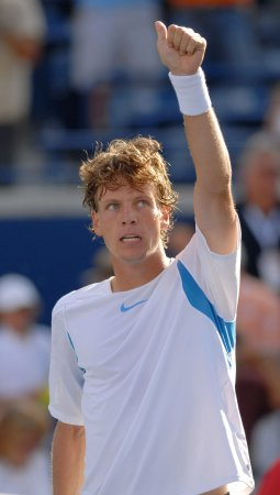 Berdych opens Weber title defense with win