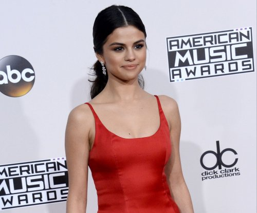 Selena Gomez returns to Instagram, calls 2016 'hardest yet most rewarding' year yet