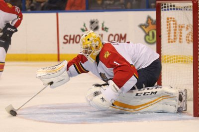 Florida Panthers' Roberto Luongo climbs to fifth in career wins with shutout