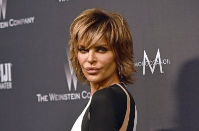Lisa Rinna of 'Real Housewives' posts nude selfie at 53