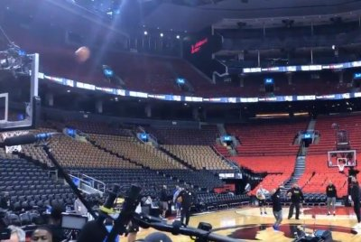 Golden State Warriors' Steve Kerr nails half-court shot ahead of Game 5