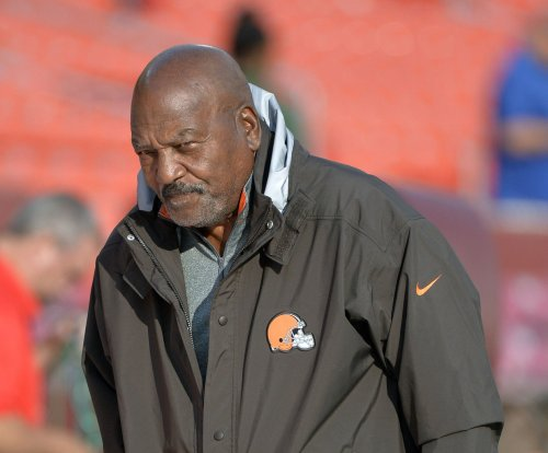 Cleveland Browns to honor Jim Brown with statue at stadium