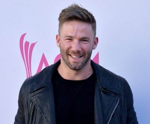 New England Patriots' Julian Edelman shares apology from former English teacher