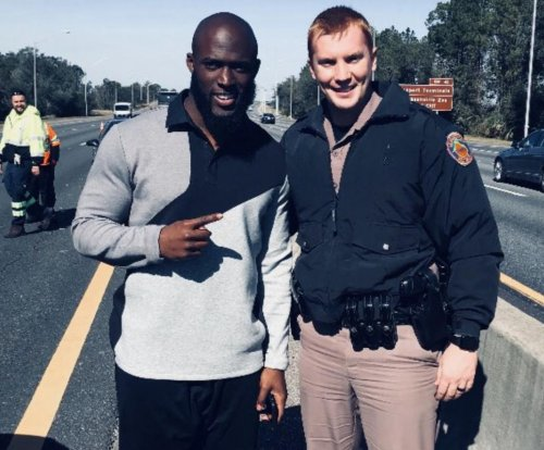 Leonard Fournette: Jaguars RB gets in car crash, takes pics with cops