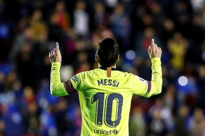 Lionel Messi nets hat-trick in shutout of Levante