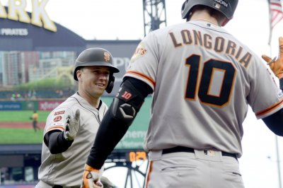 Buster Posey powers Giants over Pirates, ends career-long homer drought