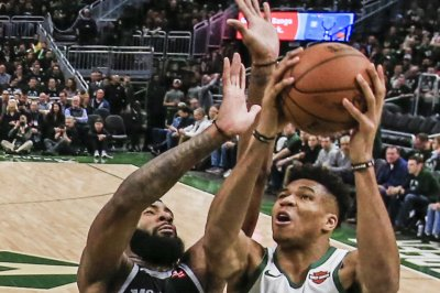 Bucks' Giannis Antetokounmpo makes impossibly athletic shot vs. Pistons