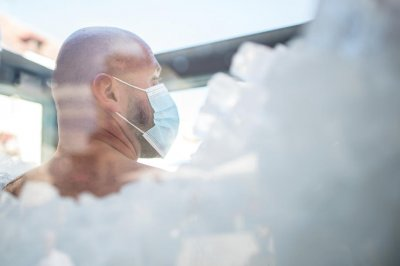 Watch: Austrian man spends 2 1/2 hours in ice for Guinness record