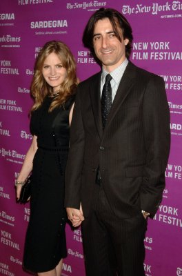 Leigh files for divorce from Baumbach