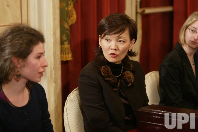 AKIE ABE MEETS FRENCH STUDENTS