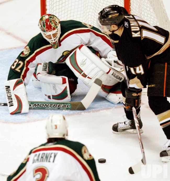 ANAHEIM DUCKS VS MINNESOTA WILD GAME 1 WESTERN CONFERENCE