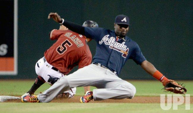 Diamondbacks Blanco steals second base