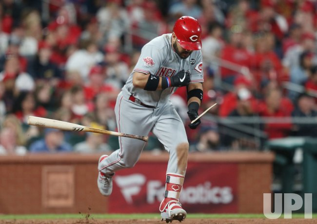 Cincinnati Reds Eugenio Suarez breaks bat