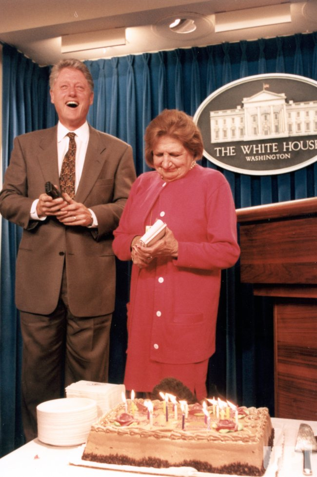 UPI reporter Helen Thomas celebrates birthday at White House Press Room