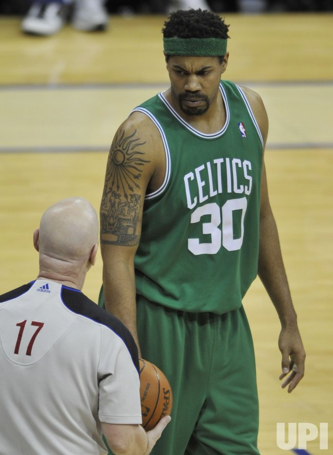Celtics Wallace disagrees with referee in Cleveland