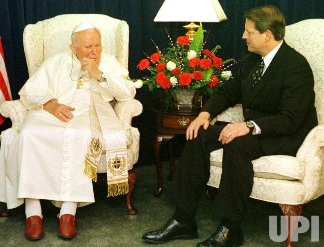 Pope John Paul II talks with Vice President Al Gore