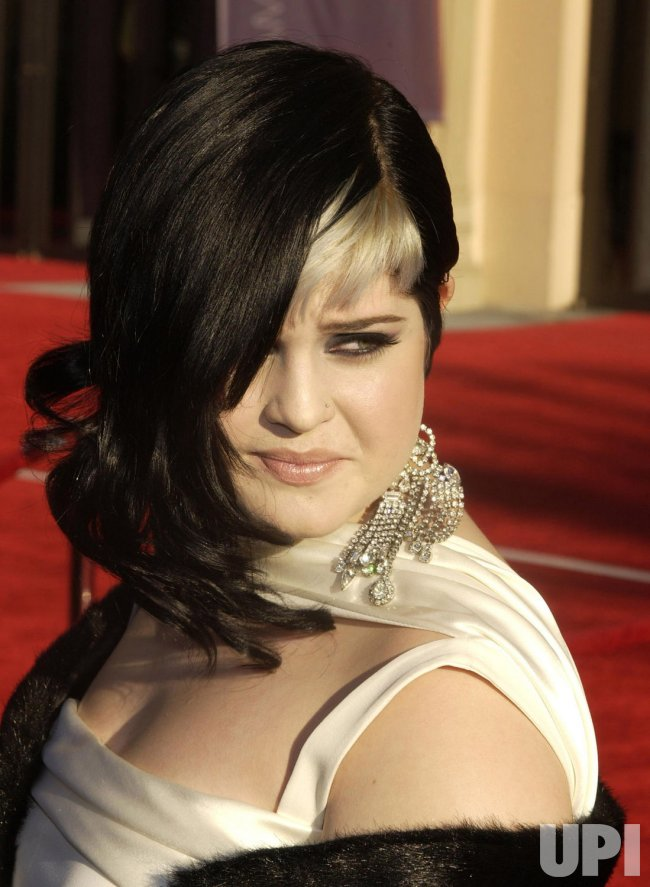 KELLY OSBOURNE ARRIVES FOR AMERICAN MUSIC AWARDS