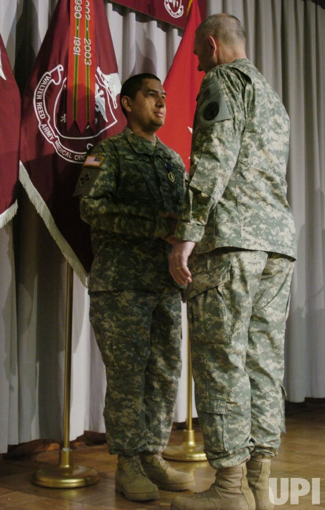 U.S. SOLDIERS RECEIVE PURPLE HEART MEDAL IN WASHINGTON