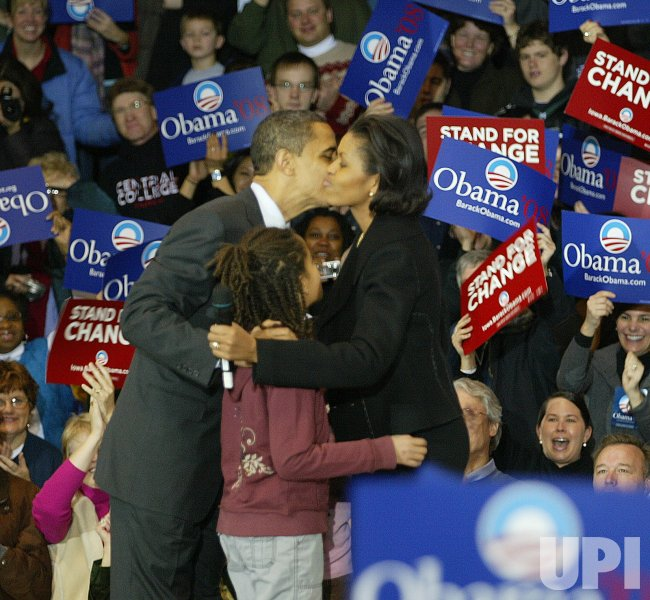 Barack Obama campaigns in Iowa