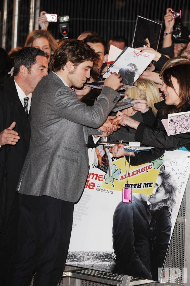 "Robert Pattinson attends ""Remember Me"" premiere"