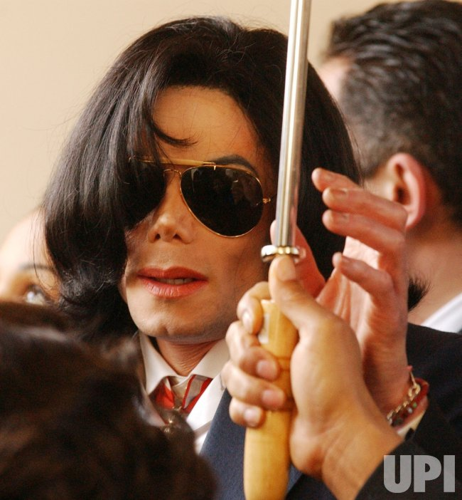 MICHAEL JACKSON DEPARTS SANTA MARIA COURTHOUSE AFTER ARRAIGNMENT