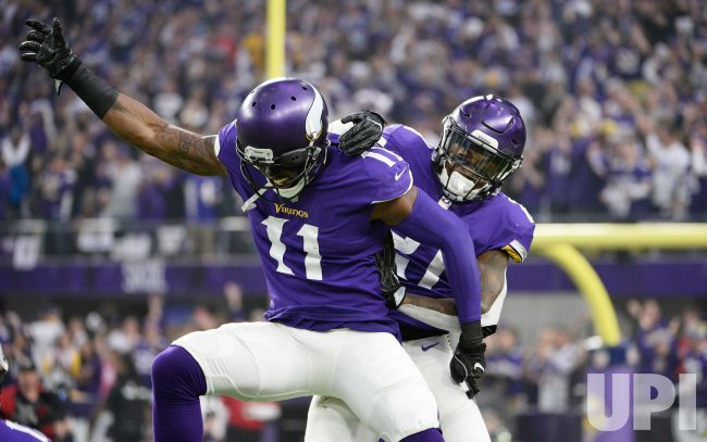 Vikings Lewis and McKinnon celebrate touchdown against Saints in the NFC Divisional playoff