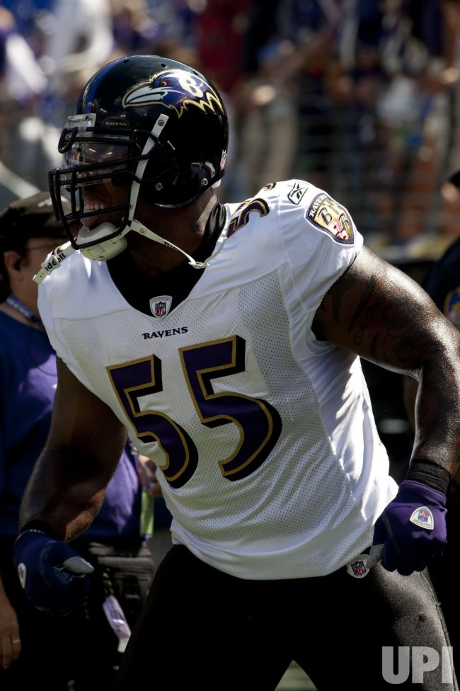 Baltimore Raven's Terrell Suggs warms-up in Baltimore