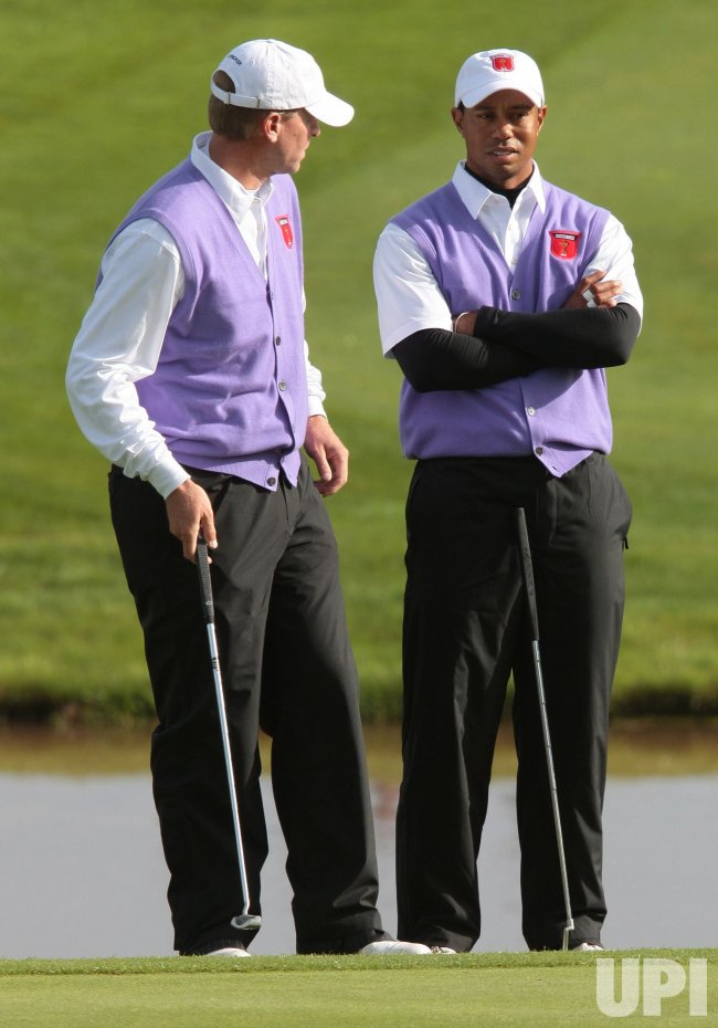 Woods chats to Stricker on the second day of Ryder Cup.