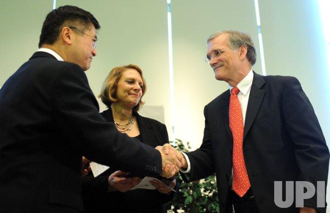 Robert Groves sworn in as Census Bureau chief in Maryland