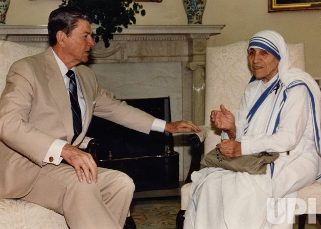 MOTHER TERESA MEETING WITH PRESIDENT RONALD REAGAN