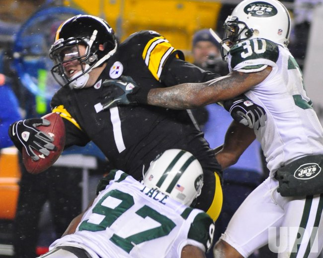 New York Jets Sack Pittsburgh Steelers Ben Roethlisberger in Pittsburgh