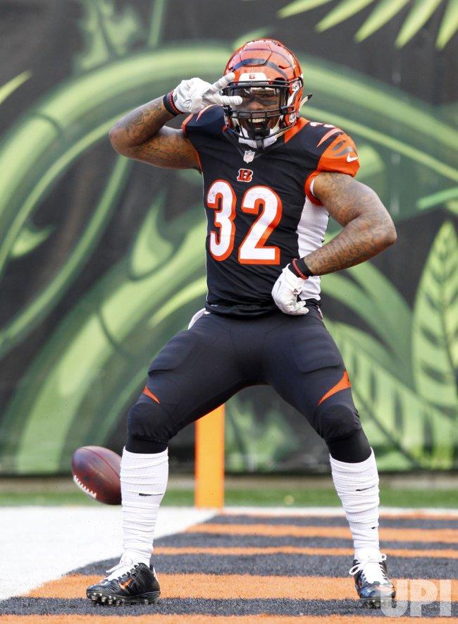 Bengals HB Jeremy Hill celebtrates touchdown run