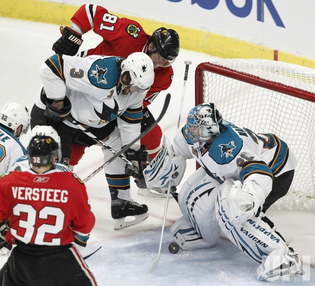Blackhawks Seabrook's shot gets past Sharks Nabokov in Chicago