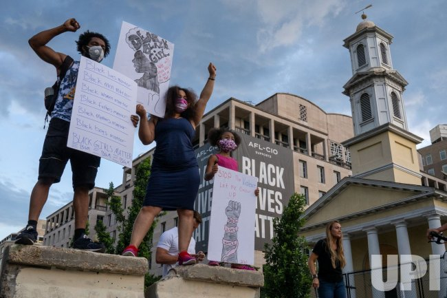 Lafayett Park Protests Remain Calm
